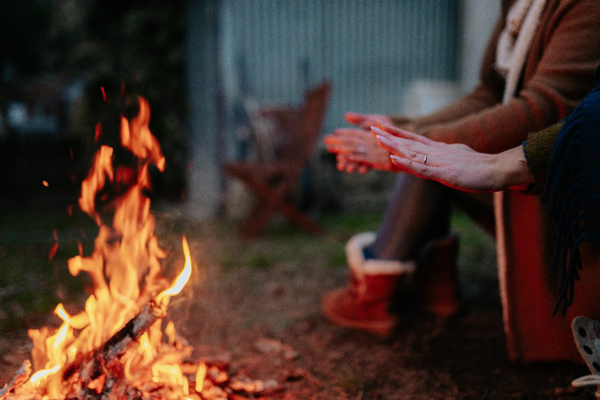 Czy można zorganizować ognisko w ogrodzie?