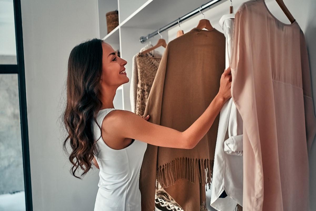 Wymarzona garderoba – jak ją zrobić bez dodatkowego pomieszczenia?