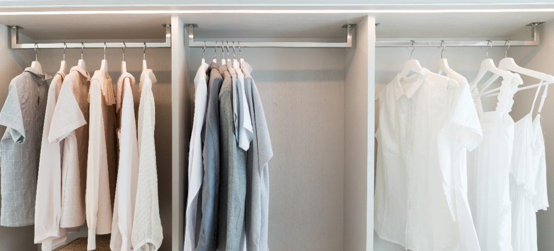 Przechowywanie w przedpokoju – sposoby na małą przestrzeń