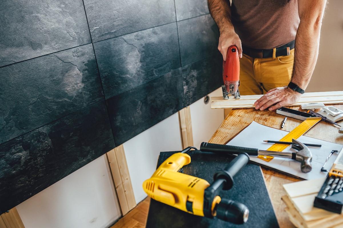 Umowa z ekipą remontową – czy to konieczne?