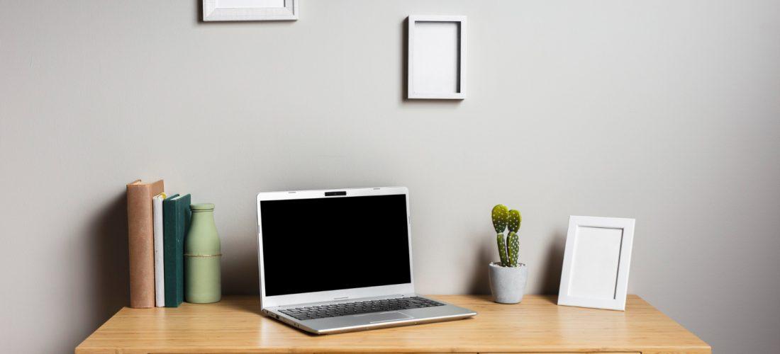 Drewniane biurko – toaletka, miejsce pracy i inne zastosowania