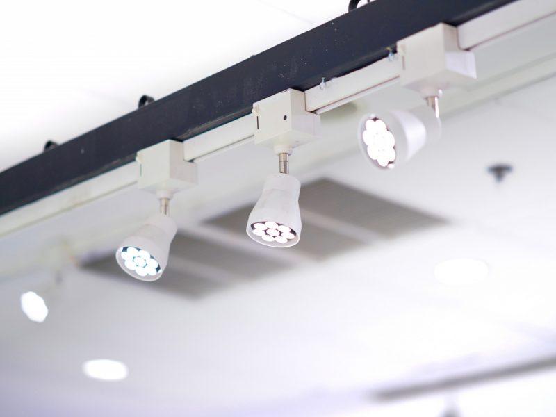 Ozdabiamy dom za pomocą oświetlenia
