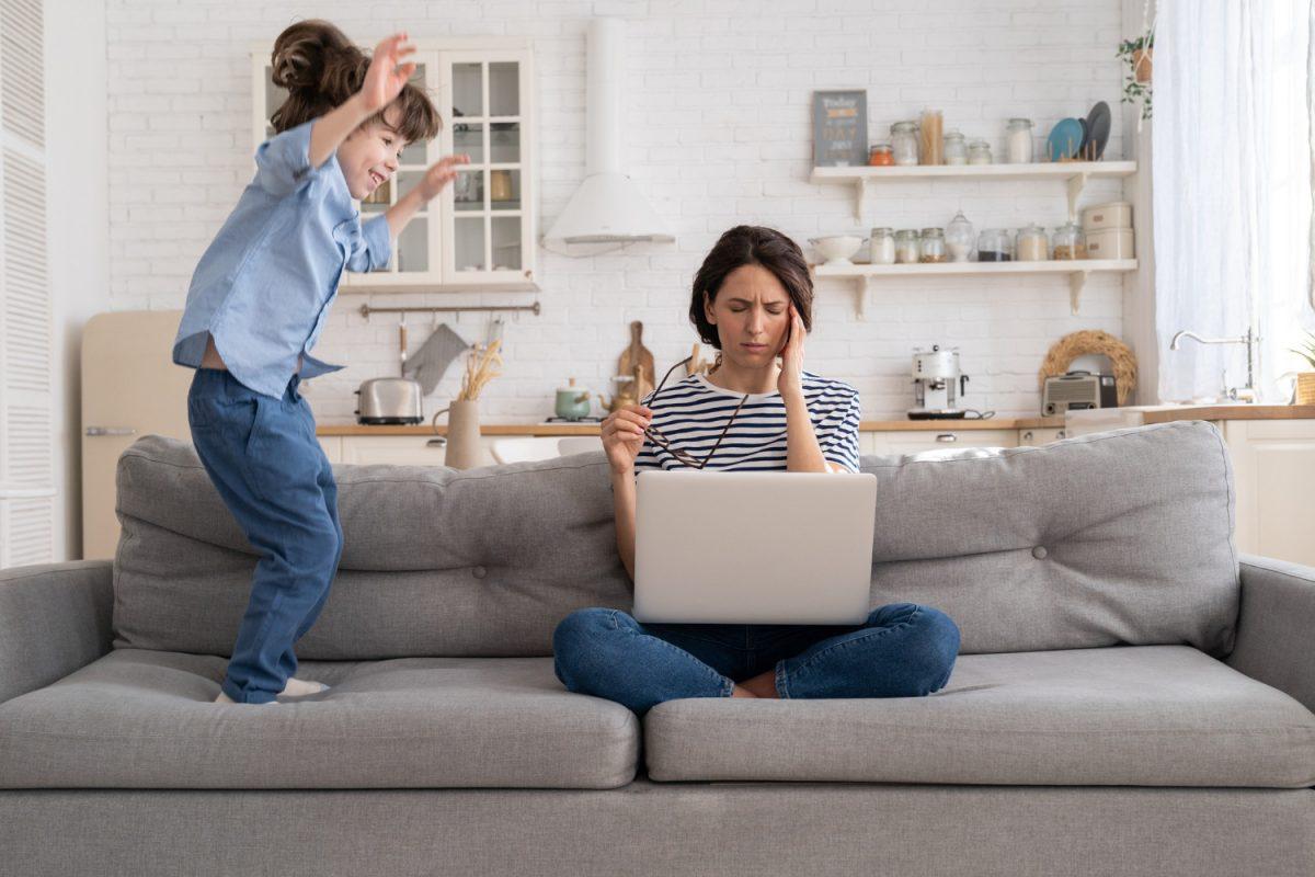 Jak pracować w domu mając dzieci? Zdradzamy patenty!