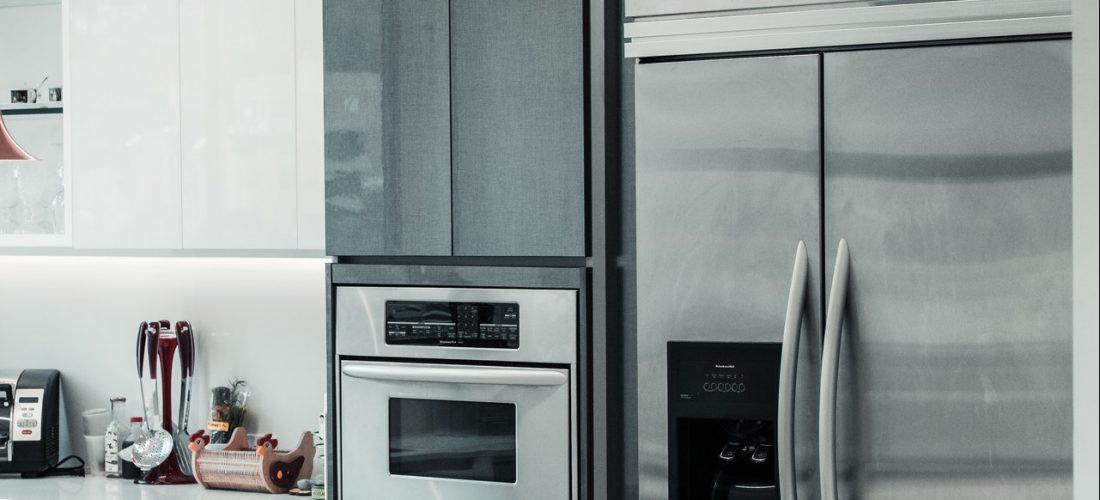 Czy warto kupić lodówkę z kostkarką?