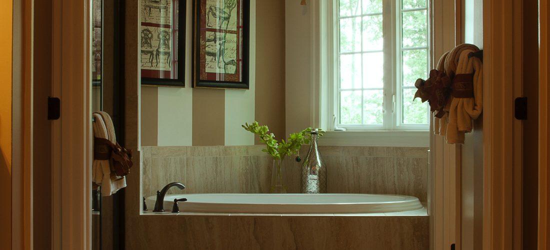 Drewno w łazience – pomysły na aranżacje