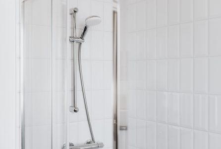 W co powinien być wyposażony prysznic?